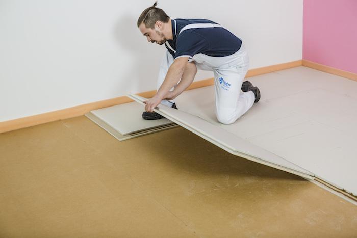 Nalepení navazujících podlahových dílců