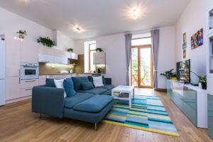 Obývací pokoj v bytovém domě ve Slaném se sádrokartonovými deskami Habito
