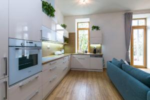 Kuchyně v bytovém domě ve Slaném se sádrokartonovými deskami Habito