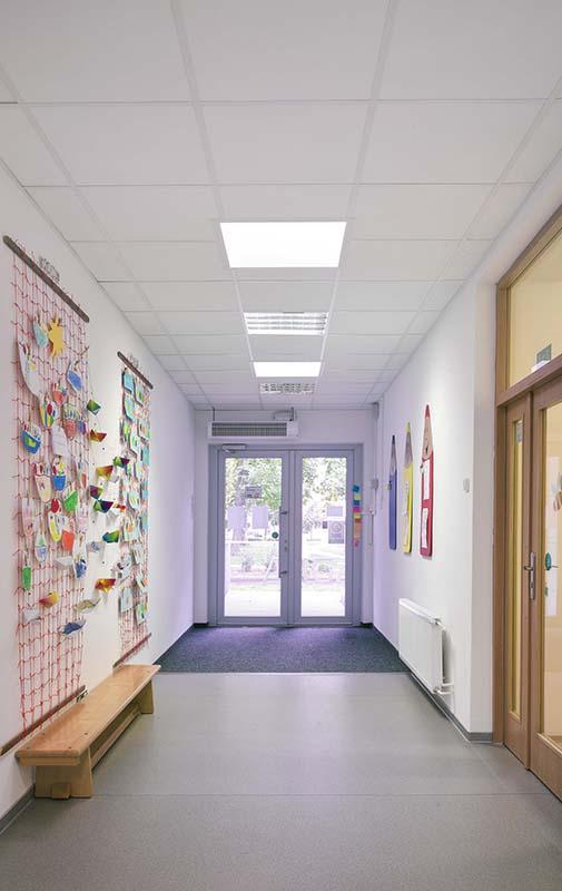 Mateřská škola Šumperk sádrokartonové podhledy kazety v chodbě