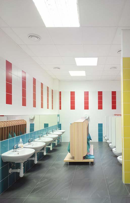 Mateřská škola Šumperk sádrokartonové podhledy v koupelně
