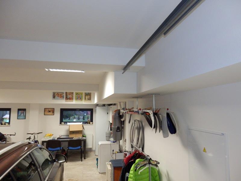 Sádrokartonové podhledy v garáži v rodinném domě v Hrádku u Rokycan