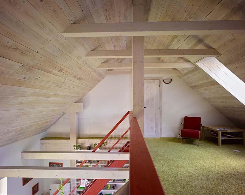 Podkroví rodinného domu Haratice, dřevostavby se sádrovláknitými deskami Rigidur