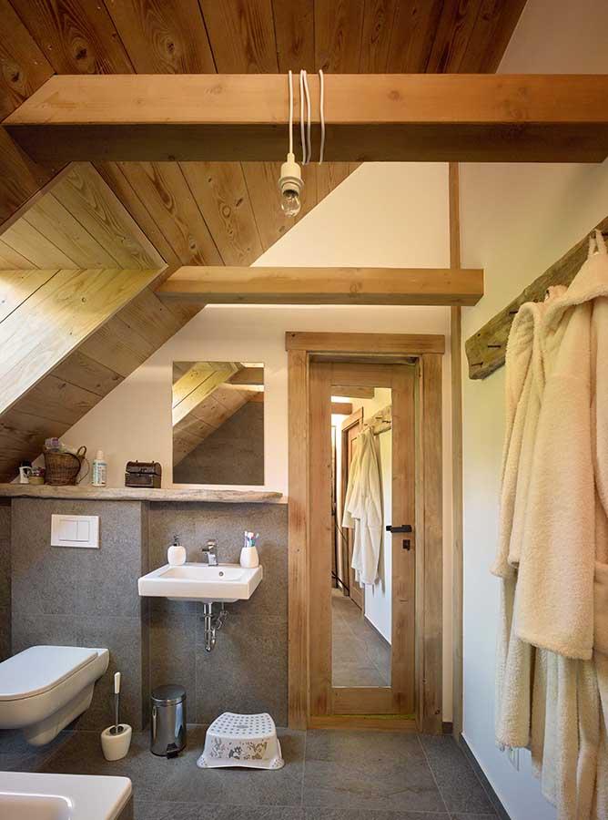 Koupelna rodinného domu Haratice, dřevostavby se sádrovláknitými deskami Rigidur
