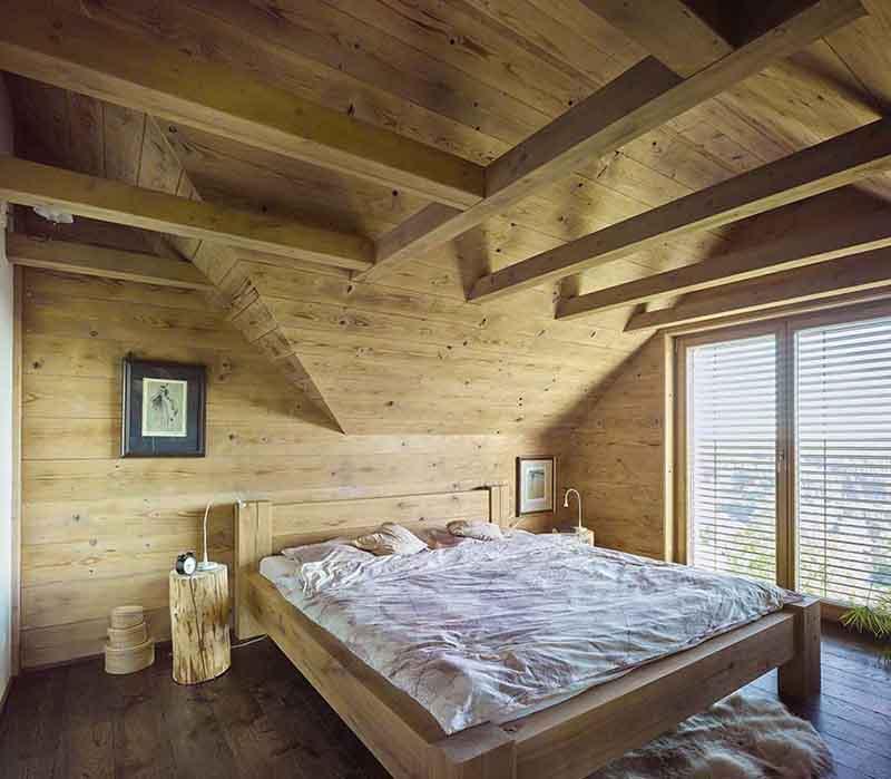 Dřevěné podkroví rodinného domu Haratice se sádrovláknitými deskami Rigidur
