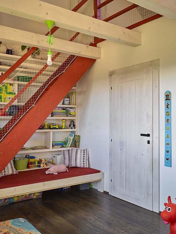 Dětský pokoj rodinného domu Haratice dřevostavba se sádrovláknitými deskami Rigidur v podkroví