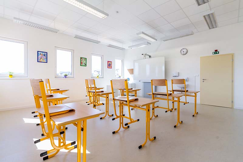 Základní a mateřská škola Beroun dřevostavba sádrokarton Rigistabil se sádrokartonovými kazetami Gyptone a suchou podlahou