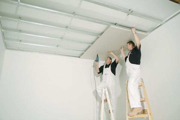 Snížení stropu pomocí sádrokartonu